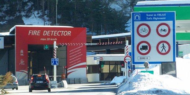La BEI a accordé un prêt de 120 M € pour la mise aux normes de sécurité du tunnel transeuropéen de Fréjus, avec la création d'une seconde galerie et des dispositifs de régulation de trafic et d'évacuation. © Florian Pépellin (Wikipédia)