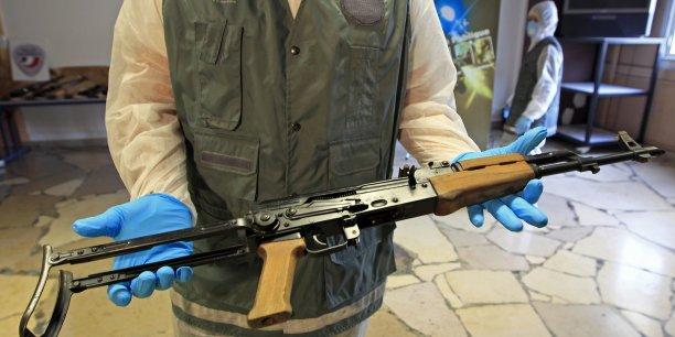 Plus de 100 millions de personnes ont tenu un jour un fusil d'assaut Kalachnikov entre leurs mains