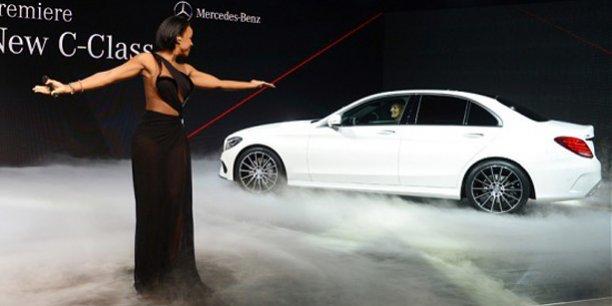Présentation de la nouvelle Mercedes Class C pendant le salon de Detroit. / Reuters