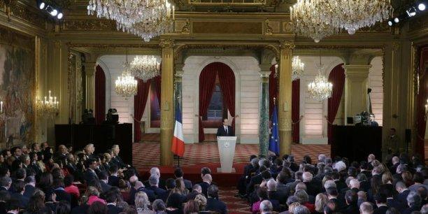Le Président de la République va expliquer qu'il tient bien la barre malgré la tempête.
