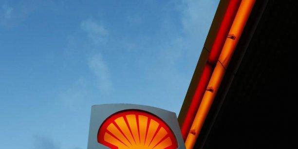 Shell va céder 15 milliards de dollars d'actifs en 2014 et 2015 et réduire ses investissements cette année à 37 milliards de dollars contre 46 milliards l'an dernier.