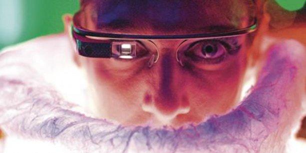 Voir le monde à travers des Google Glass, utiliser des vêtements sensoriels pour exprimer ses émotions… le numérique sera-t-il la carapace de l'homme de demain ? / DR