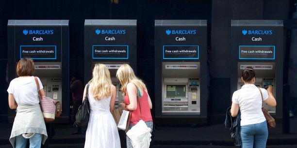 La facture moyenne des frais bancaires de base la facture moyenne sera allégée de 4,40€ en 2014, selon une étude.