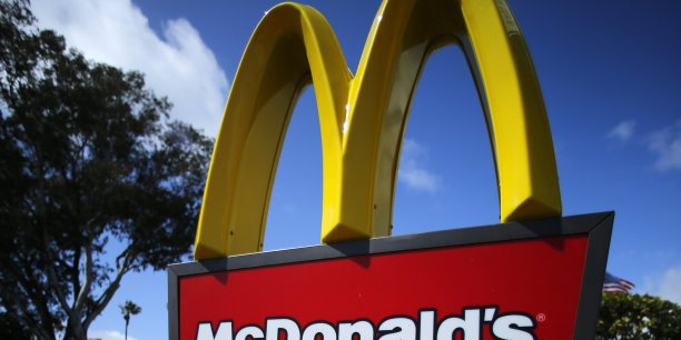 Après des mois de pression, le groupe américain McDonald's, numéro un mondial du fast-food, a finalement changé de patron mercredi dans l'espoir de relancer des ventes en panne sèche.