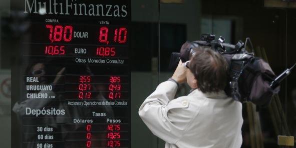 Le cours du peso argentin est l'objet de toutes les attentions depuis deux jours. (Reuters/Enrique Marcarian)