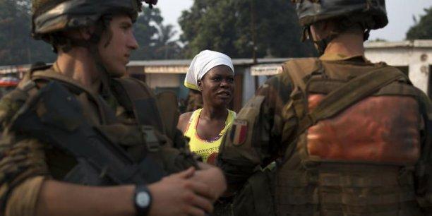 Vendredi, la France décide d'envoyer 400 soldats de plus en Centrafrique. Cela porte à 2.000 le nombre de soldats français présents dans le pays dans le cadre de l'opération Sangaris. / Reuters