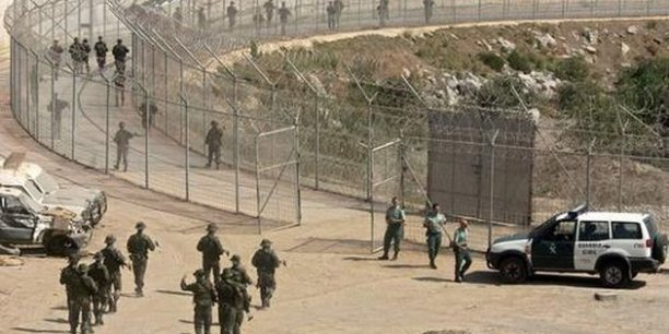 La barrière de Ceuta est une barrière physique de séparation entre le Maroc et la ville autonome espagnole de Ceuta, sur la côte africaine./ DR