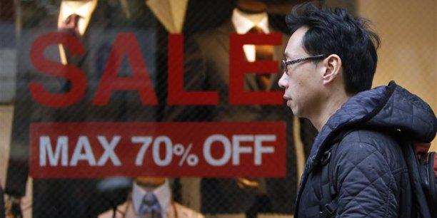 Les consommateurs japonais sont de plus en plus inquiets avant la hausse prochaine de la taxe sur la consommation.