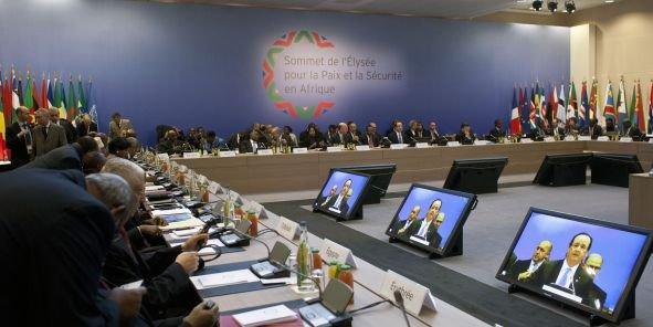 Depuis son arrivée au pouvoir, comme ici lors du sommet de l'Elysée, François Hollande entend mettre en place une nouvelle politique vis-à-vis de l'Afrique. (Reuters/Thibault Camus)