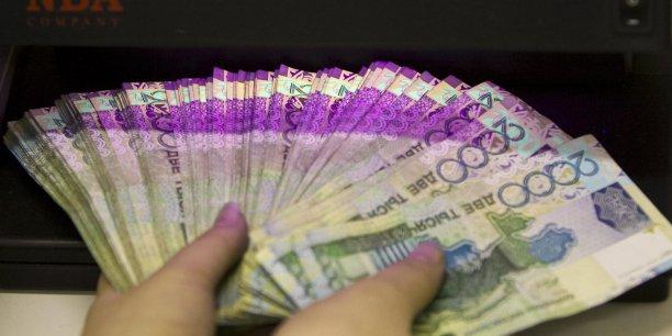 Le tenge vaut 19 % de moins qu'hier face au dollar américain