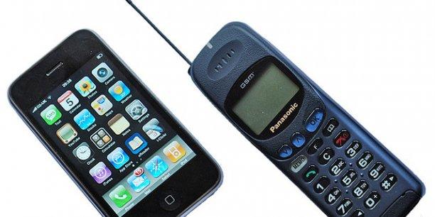 Le coût des vieux téléphones était entièrement dédié aux capacités de communication, c'est presque devenu mineur sur l'iPhone