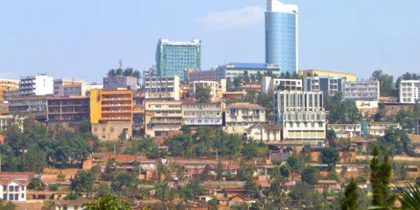 Avec ses rues propres et ses ronds-points paysagers, Kigali est surnommée « la Suisse de l'Afrique »./ DR
