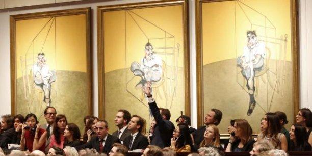Le triptyque de tableaux intitulé Trois études sur Lucian Freud du peintre Francis Bacon a été cédé à 127 millions de dollars, un record absolu pour une oeuvre d'art vendue aux enchères.