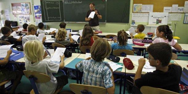 Le salaire net moyen des agents de la fonction publique d'Etat, dont près de la moitié relèvent de l'Education nationale, sélevait en 2012 à 2.460 euros par mois. (Photo : Reuters)