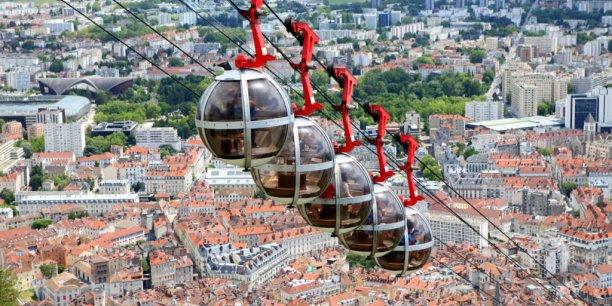 A Grenoble, le taux de participation est resté stable à 52,40 % contre 53 % en 2008.