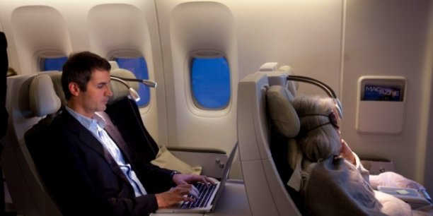 Les appareils électroniques pourront être allumés au décollage et à l'atterrissage à condition d'être programmés en mode avion. (Photo Reuters)