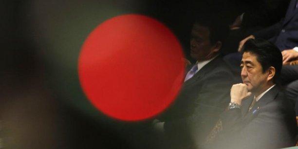 Le gouvernement de Shinzo Abe a réduit ses prévisions économiques pour la première fois depuis 2012 en raison de l'impact de la hausse de la TVA mais continue de tabler sur une reprise modérée. Reuters