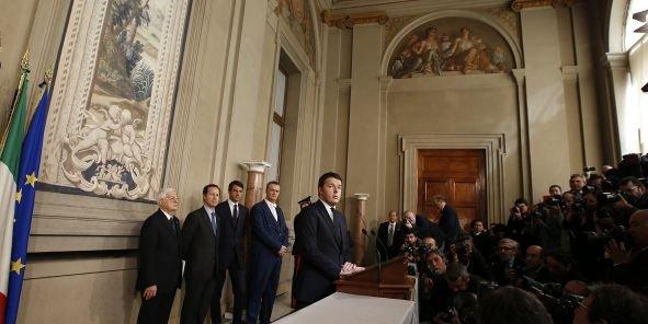 Matteo Renzi a annoncé qu'il entamerait ses consultations politiques mardi et a exposé le calendrier de son action. (Reuters/Tony Gentile)