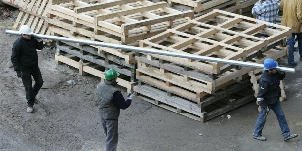 Les secteurs de la construction et du commerce occupent la tête de peloton, avec respectivement 3,8 milliards et 3,3 milliards de cotisations éludées.