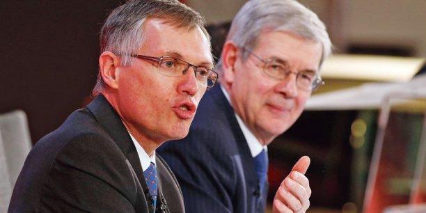 Carlos Tavares (à gauche) sera président du directoire de PSA à la place de Philippe Varin (à droite) le 31 mars. / DR
