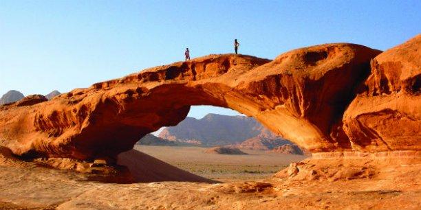 Le désert de Wadi Rum offre des paysages lunaires aux reflets ocre, jaune, orange, uniques au monde.