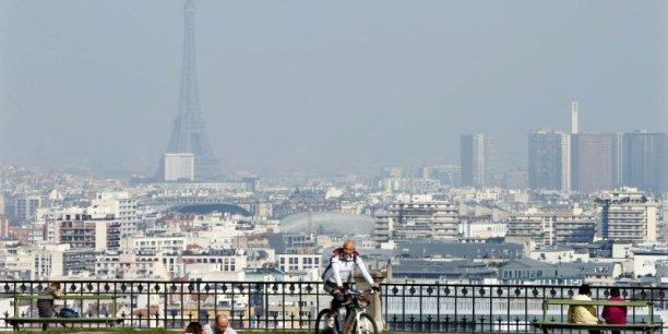 Les photo de Paris recouverte par une brume de pollution ont fait le tour du monde. Depuis ce matin, seule la moitié des véhicules est autorisée à rouler pour lutter contre ce phénomène.
