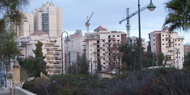 Au plein coeur du désert du Néguev poussent les bâtiments destinés à accueillir 30.000 soldats et officiers israéliens et leurs familles./ DR