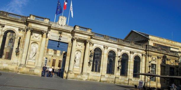 La mairie de Bordeaux et l'Urssaf annoncent des premières mesures de lutte contre la pandémie et de soutien à l'activité économique.