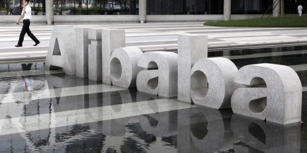 Avec son site Tmall, Alibaba est estimé détenir 50% du marché chunois des transactions entreprise-particulier sur internet et 90% du marché des transactions entre particuliers avec son autre plateforme Taobao.