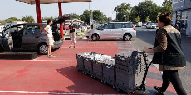 En région parisienne, il faut en moyenne 20 minutes pour remplir son coffre avec des courses réalisées via un drive.