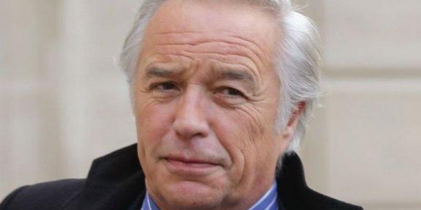 Le ministre du Travail François Rebsamen est soumis à une vaste offensive patronale pour réformer le Code du Travail.