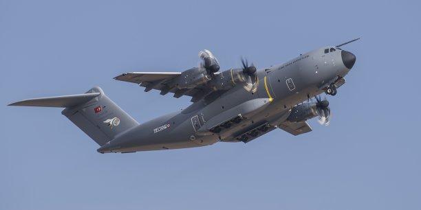 Quatre personnes sont mortes et deux autres ont été grièvement blessés dans le crash d'un Airbus A400M à Séville, samedi.