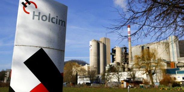 Le suisse Holcim n'a pas convaincu son premier actionnaire de la pertinence de la fusion avec le français Lafarge.