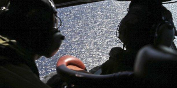 Les recherches, jusqu'ici essentiellement visuelles menées par avions et par bateaux, vont désormais entrer dans une seconde phase, que coordonne Tony Abbott. Reuters