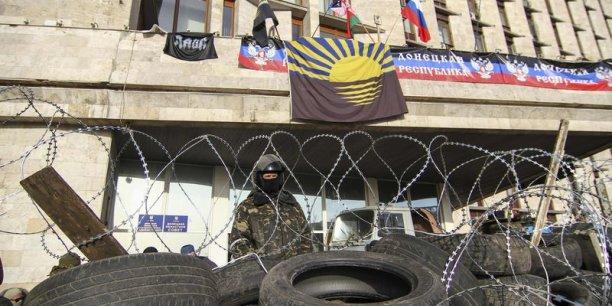 En Crimée, un soldat russe a abattu lundi un officier de la marine ukrainienne. (Photo : Reuters)