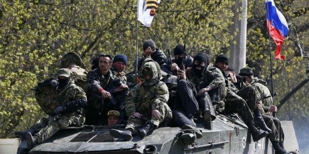 Des véhicules blindés arborant le drapeau russe ont fait leur entrée mercredi à Slaviansk, dans l'Est de l'Ukraine. Reuters