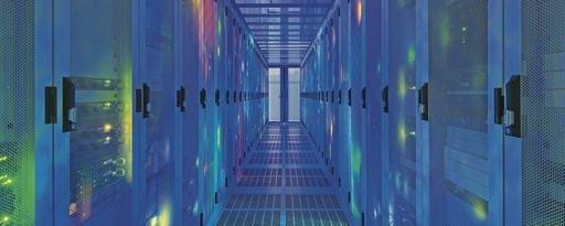 Les professionnels de l'informatique en nuage (cloud computing) sont également de plus en plus prisés. Ces ingénieurs sont des spécialistes du stockage informatique d'applications et de données sur Internet (des serveurs distants situés dans de gigantesques centres de données), en plus ou même, à terme, à la place du stockage chez les particuliers ou dans les entreprises propriétaires et utilisatrices de ces données.