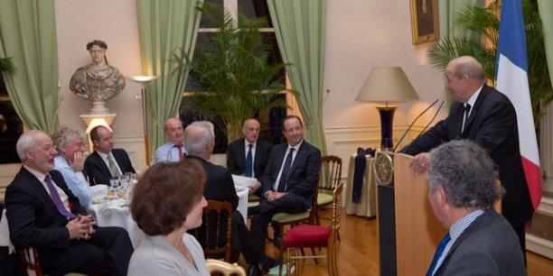 François Hollande avec les élus bretons, à l'hôtel de Brienne, à Paris, en décembre dernier.   DR