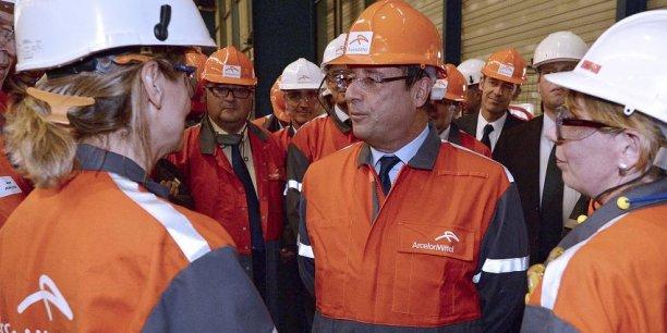A Florange en 2013, François Hollande a été sifflé, mais il a tout de même pu échanger quelques mots avec des ouvrier de l'usine de sidérurgie d'ArcelorMittal. Reuters
