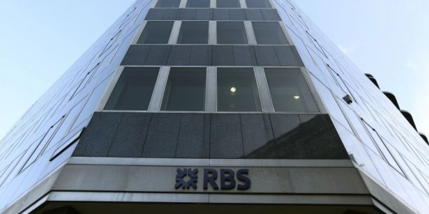 La banque a suscité la colère des politiciens de tous bords en février lorsqu'elle avait annoncé le versement de 576 millions de livres de primes malgré les 8,2 milliards de livres de pertes, rappelle le quotidien britannique.