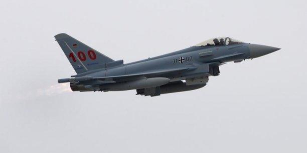 L'avion de combat Eurofighter dans les turbulences