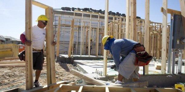 La construction est également un pan de l'activité économique fortement affecté: rien qu'au troisième trimestre, il perd 15.200 emplois.