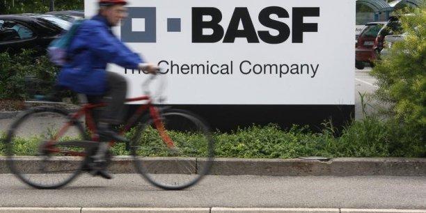 BASF se tourne vers les Etats-Unis afin de tirer profit du prix de l'énergie nettement plus bas outre-Atlantique qu'en Europe grâce à l'exploitation du gaz de schiste.