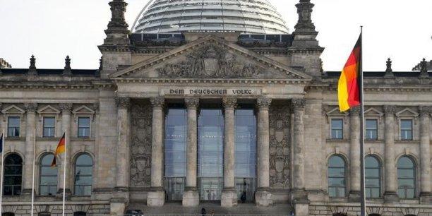 De nombreuses vois s'élèvent pour demander à l'Allemagne de jouer son rôle de locomotive de l'Europe. Mais Berlin affirme toujours sa ligne en faveur de la rigueur budgétaire et continue à réaliser des excédents.
