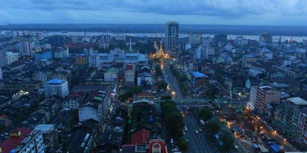 Plusieurs manifestations se sont déroulées en Birmanie pour réclamer une augmentation de salaire et de meilleures conditions de travail, notamment dans le secteur du textile.