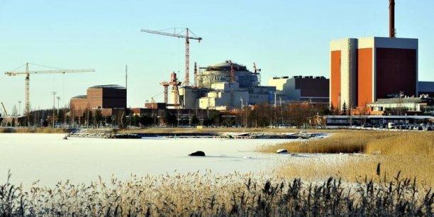 Avec prés de dix ans de retard, l'EPR Olkiluoto-3. ne sera mis en service qu'en décembre 2018. TVO renonce à la construction d'un quatrième réacteur.