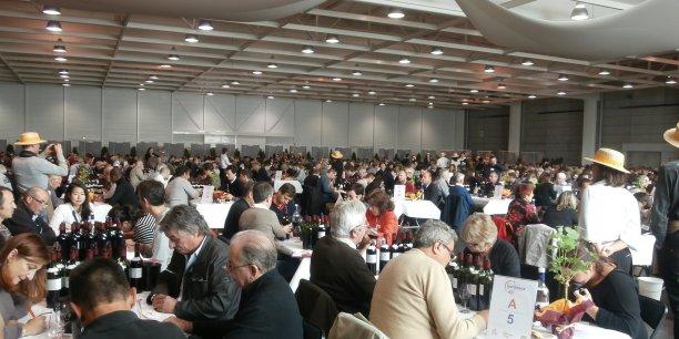 Le Concours de Bordeaux-Vins d'Aquitaine (notre photo) se veut irréprochable : les échantillons ne sont pas envoyés mais prélevés dans les propriétés.