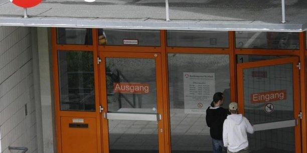 En Allemagne 2,905 millions de personnes étaient au chômage en mai selon  l'Office fédéral du travail. Cela correspond à un taux de chômage - stable - de 6,7%.