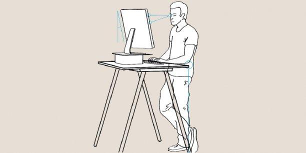 Selon l'Institut américain de la Santé, un adulte passe en moyenne 7,7 heures par jour sédentaire et 70% des employés de bureau passent plus de cinq heures par jour assis à leur bureau. (Illustration : Wikimedia / Angus McIntyre et Mattthew Brauer)