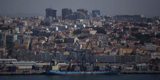 Le Portugal a reçu 25,7 milliards d'euros du FMI dans le cadre du plan de sauvetage de 78 milliards d'euros accordé en mai 2011 par le FMI et l'Union européenne.